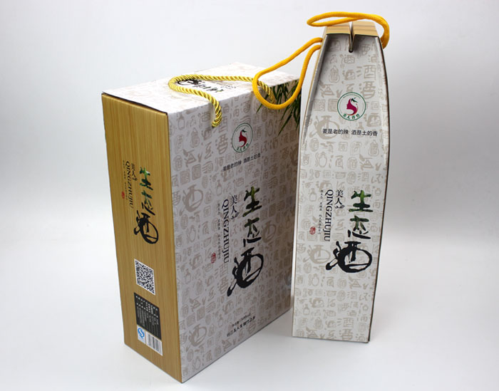 """这款以绿色生态和酒文化相结合的设计风格的个性礼盒包装,让""""竹筒酒"""""""